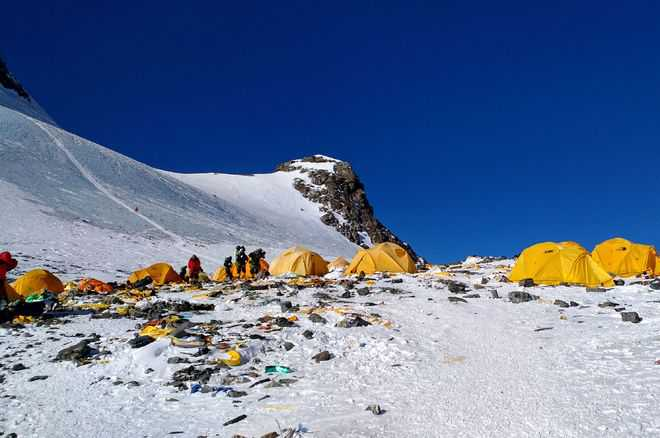 Mount Everest turns into world's highest rubbish dump