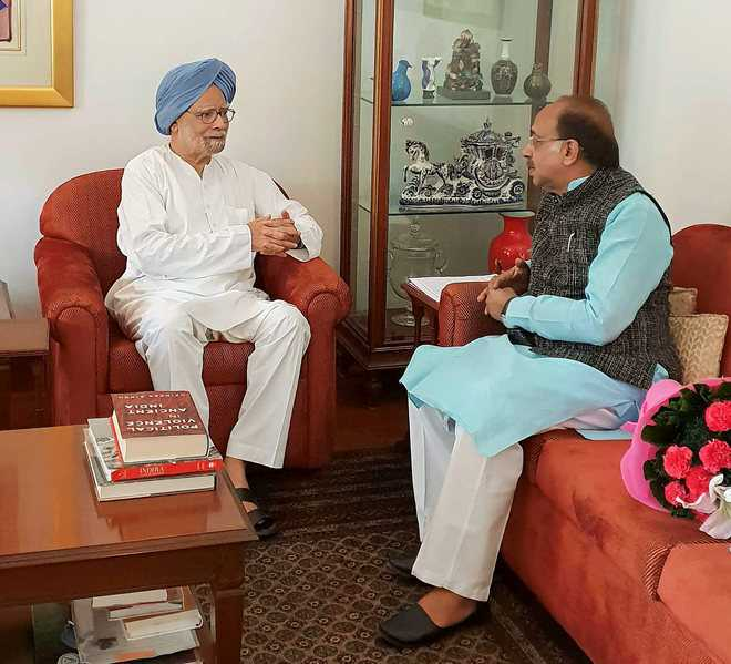 Ahead of monsoon session, BJP reaches out to Manmohan