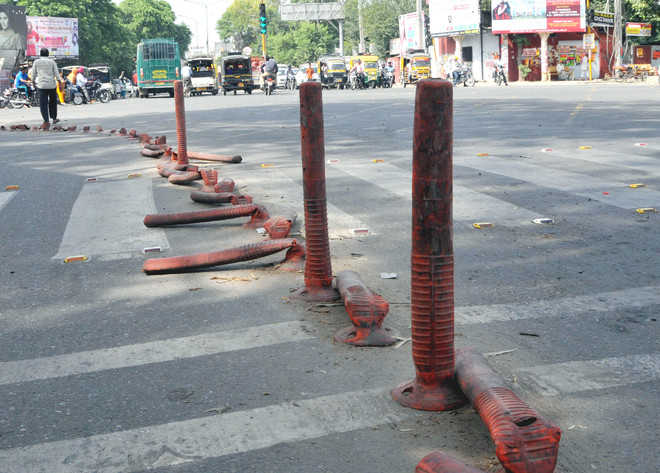 Residents irked over no slip road markings