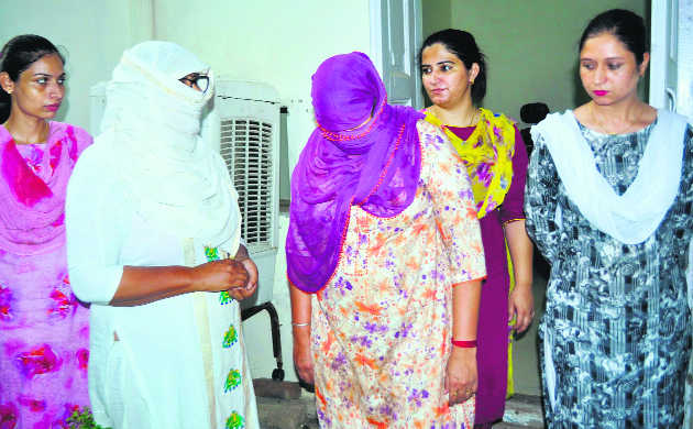 Two women cops caught taking bribe by VB sleuths