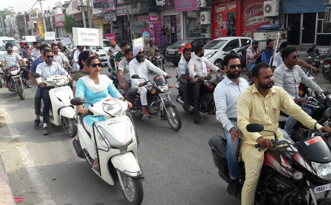Teachers up in arms against govt, take out rally on bikes