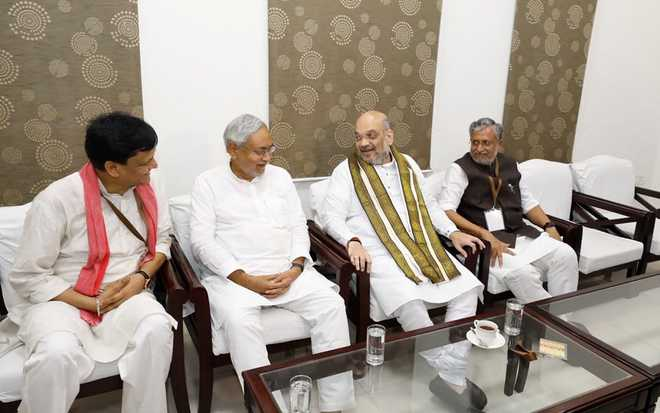 Amit Shah in Bihar, breakfasts with Nitish; dinner due