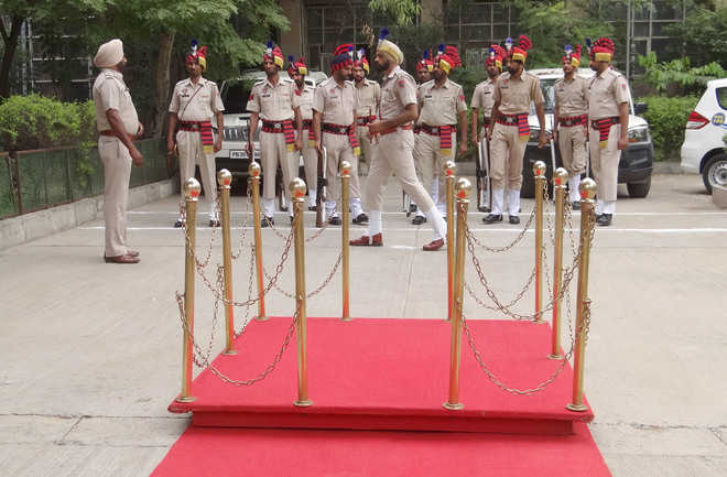 New SSP doesn't arrive to take charge; cops wait