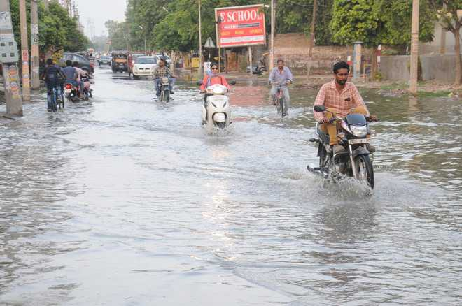 Sewerage collapses, dirty water floods city roads