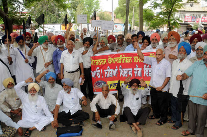 Pensioners take out march against drug abuse in city