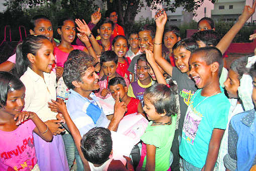Citizens, students join hands to educate poor children