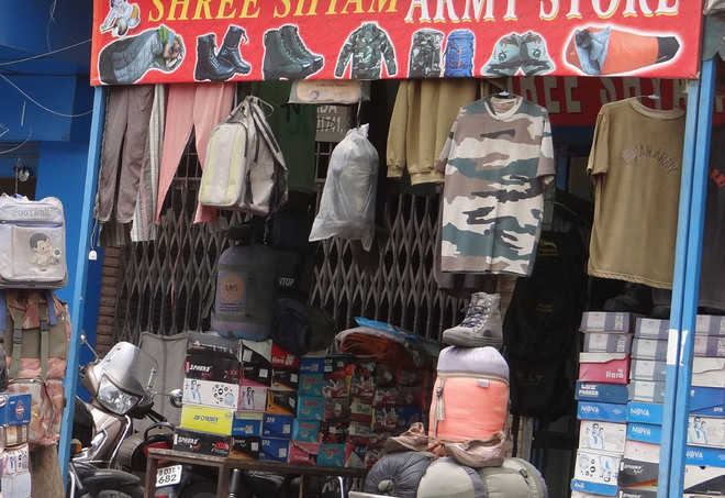 Despite ban, illegal parking, sale of Army clothing continue