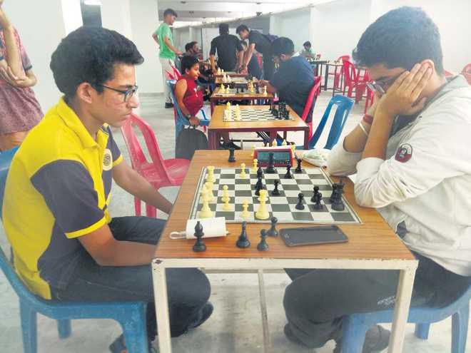 Levanshu, Tarini in lead on Day 1