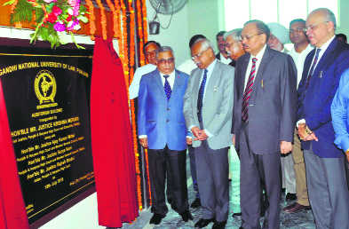 HC Chief Justice exhorts students to  volunteer for legal-aid programmes