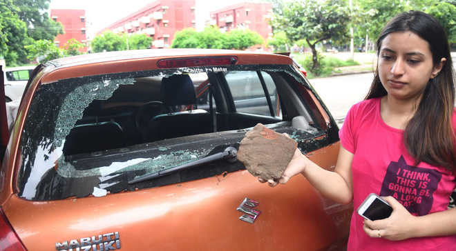 Windowpanes of 14 vehicles smashed in Sector 37, 40, 41
