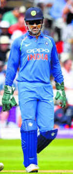 Dhoni booed at Lord's, Kohli springs to his defence