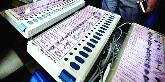 17 Oppn parties want return of ballot paper Allege EVMs can be manipulated, to approach EC