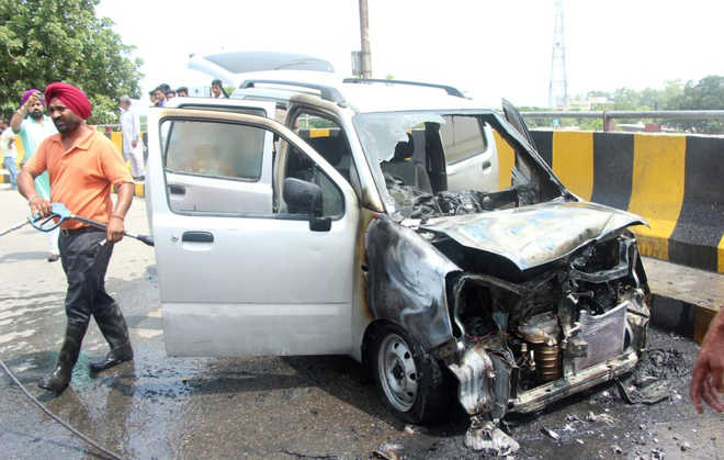 Close shave for 2 as moving car catches fire