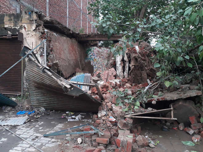 Collapse of commercial building damages vehicles