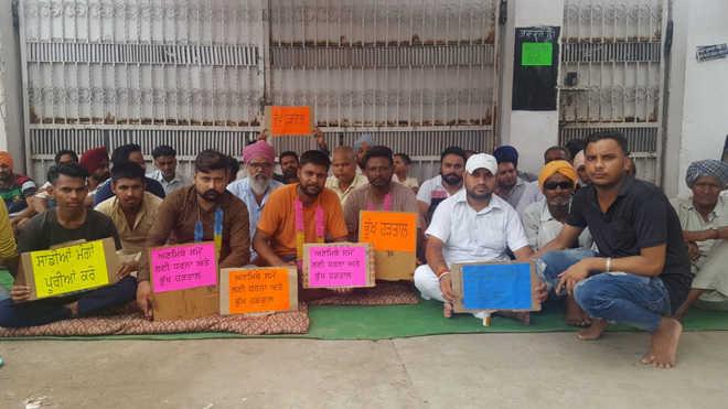 Dhandari Khurd residents protest as sewage overflows again