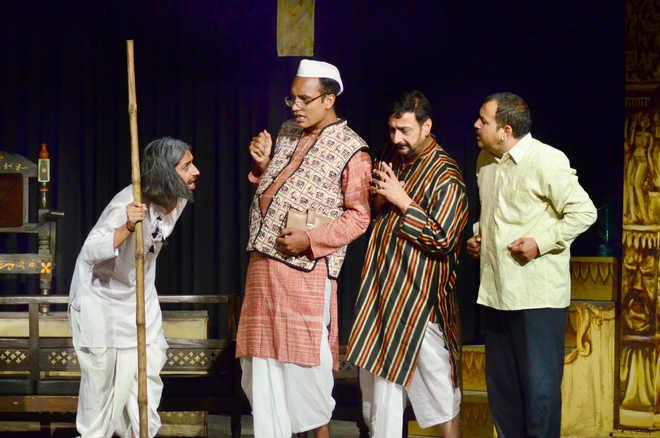 'Ballabhpur ki Roopkatha' mesmerises audience