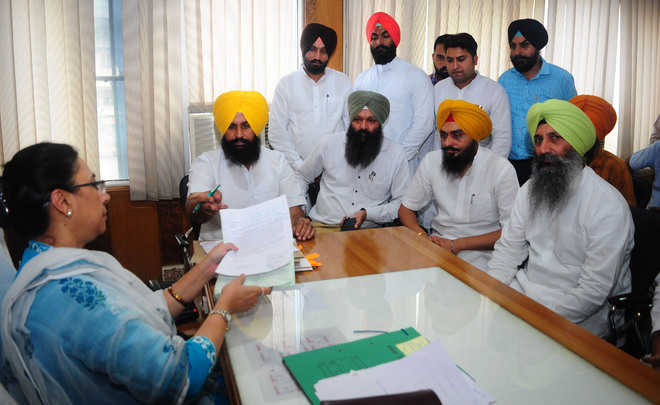 Bains stands up for vendors