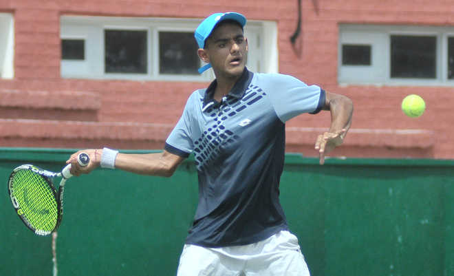 Rishabh eases into 2nd round