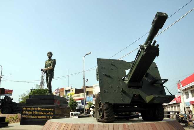 Two anti-aircraft guns installed at Fauji Chowk