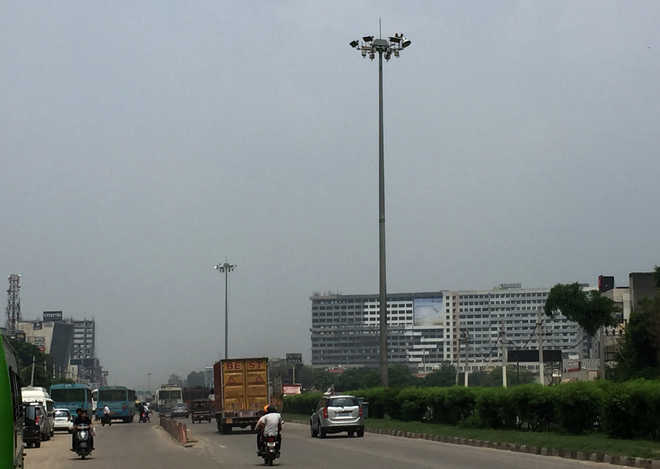 Non-functional street lights trouble Zirakpur residents