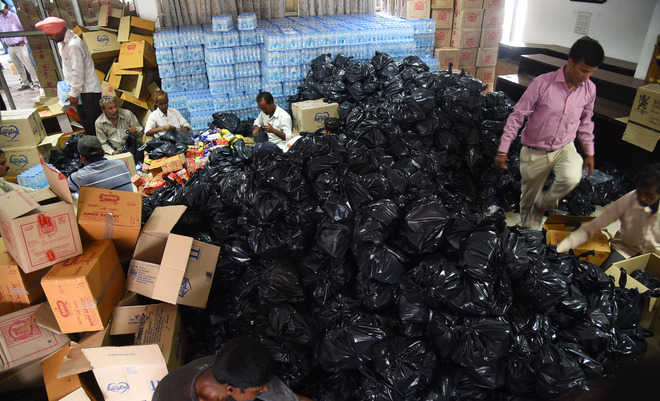 1 lakh packets of relief material sent to Kerala