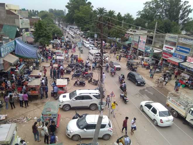 Encroachments cause traffic chaos on old Morinda road in Kharar