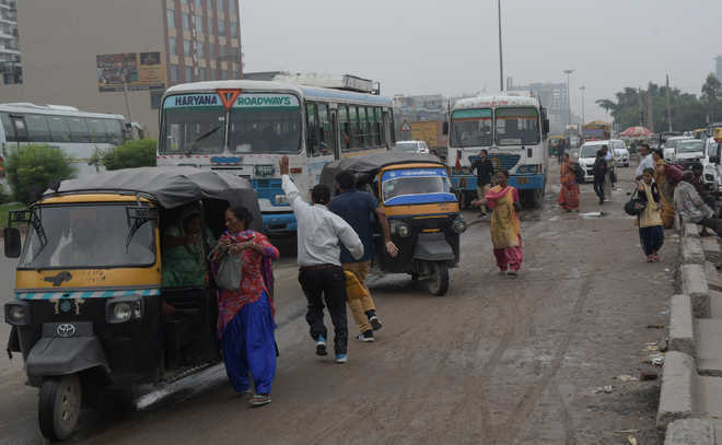 Makeshift bus stand adds to commuters' woes in Zirakpur