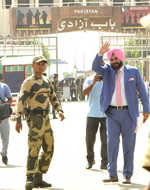 Sidhu arrives in Pakistan to attend Imran Khan's swearing-in ceremony
