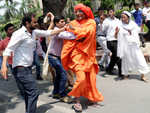 Swami Agnivesh roughed up outside BJP HQ
