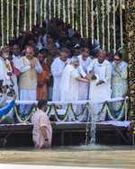 Former PM Vajpayee's ashes immersed in Ganga