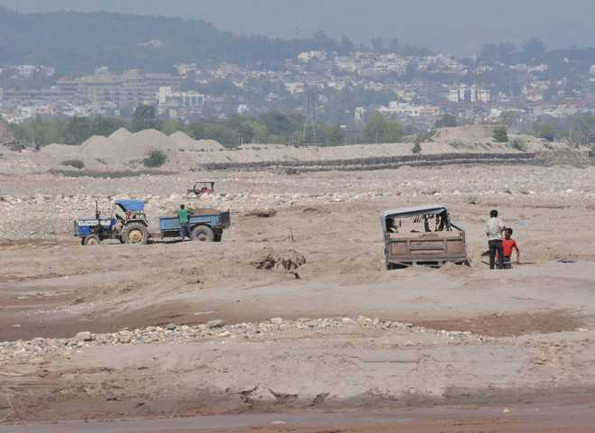 Demand to lift ban on sand extraction from river bed