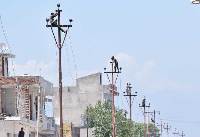 2.6 lakh homes without power