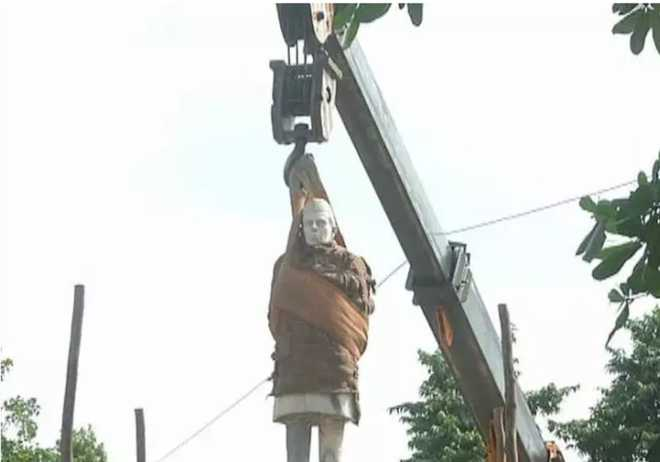 Congress workers protest in Allahabad after removal of Nehru statue