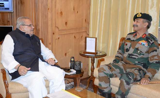 15 Corps GOC  briefs Guv on security