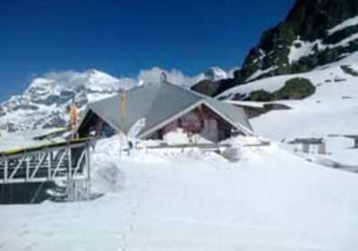 Hemkunt Sahib, Auli draped in white