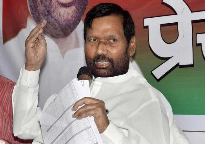 Paswan's estranged daughter slams him for 'angootha chhap' jibe