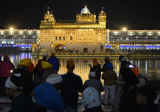 Devotees throng gurdwaras to mark Guru Gobind Singh's birth anniversary