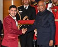 Prez fetes 2 kids for courage during MP riot