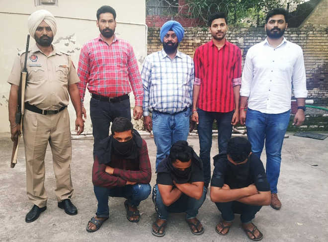 3 arrested with 50-gm heroin