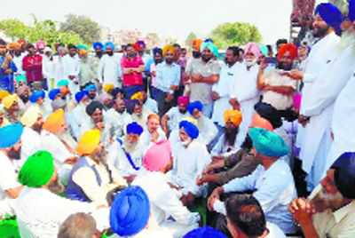 Sanaur MLA protests delay in completion of overbridge