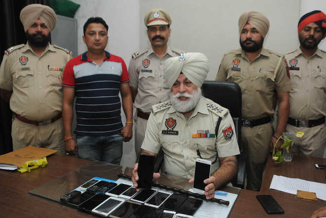 Gang of cellphone snatchers busted, two land in police net