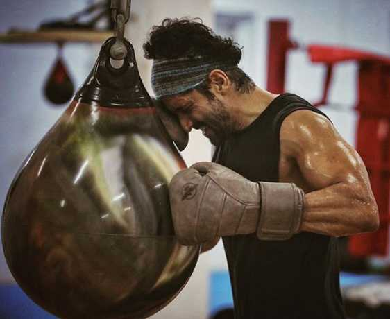 Farhan Akhtar fractures hand during 'Toofan' shoot, shares x-ray: 'First boxing injury'