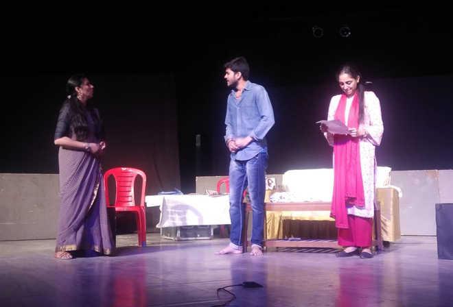 'Aadhe Adhure' brings alive bitterness of married life