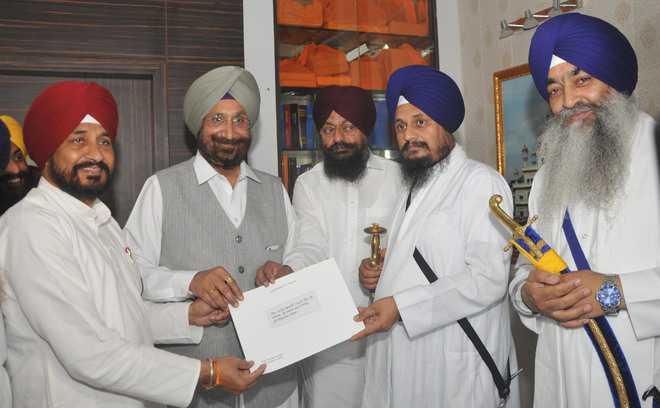 CM wants Akal Takht to take command, talks to Jathedar