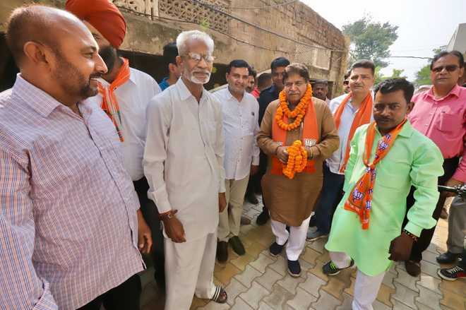 BJP candidate goes all out to woo voters, highlights achievements