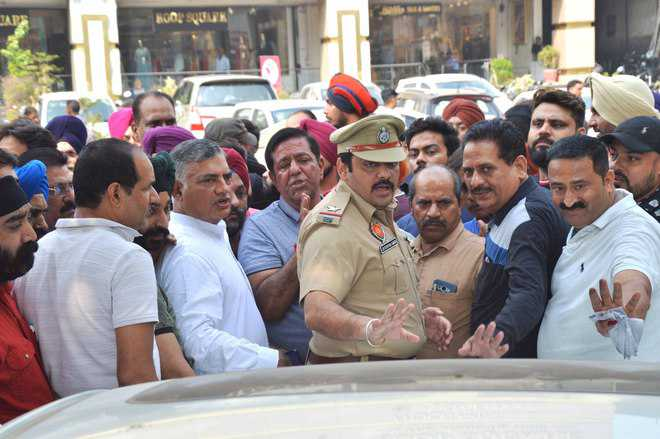 Ghumar Mandi shopkeepers oppose no-vehicle zone timings
