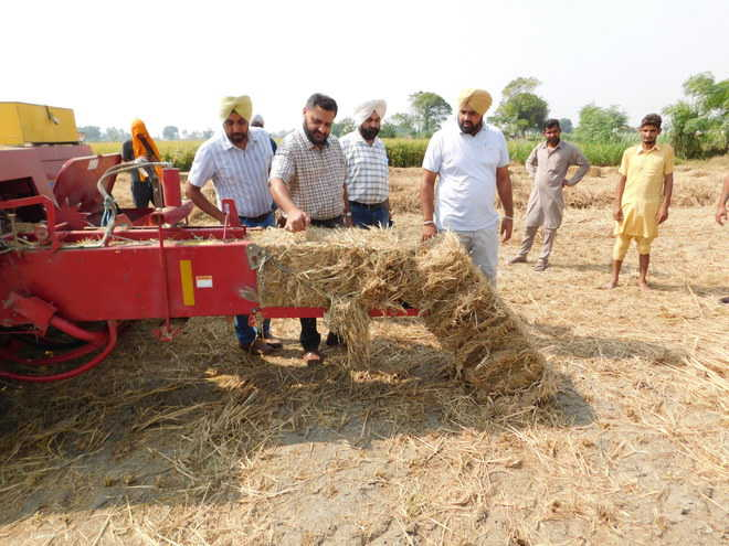 Barnala DC meets farmers who manage the stubble