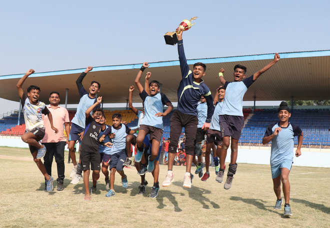 Mansa lift handball trophy