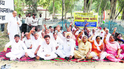 Cong protests over not-in-use water tank