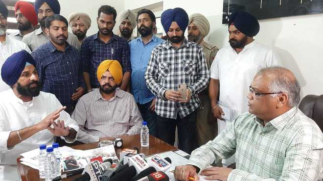 Booked in 'false' cases, Akalis protest in Dakha